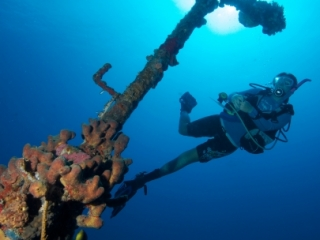 Diver by mast, Wreck Alley (dig)-BVI