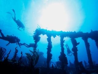 RMS Rhone Roman columns 1 (dig)-British Virgin Islands